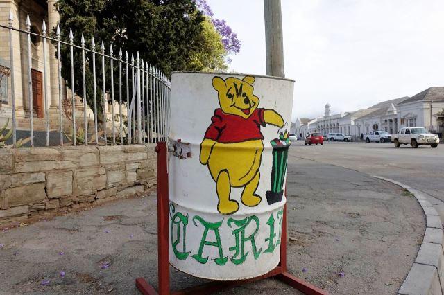 [Cradock]Snad se takto alespoň děti naučí házet odpadky do košů