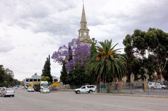 [Cradock]Dominantou města je kostel
