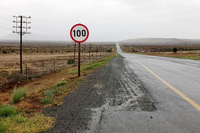 [ 5 km S od Cradock]Do Middelburgu 95 km, vyhlídky neradostné, po pár km se počasí ještě výrazně zhoršilo