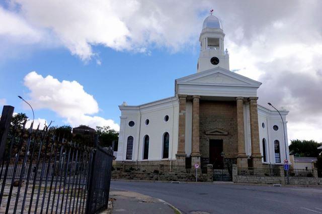 [Colesberg]Dutch Reformed Church je dominantou městečka