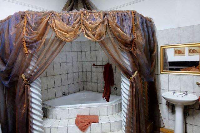 [Winburg] Velice nepraktické 'líbánkové' apartmá, ve kterém jsem nocoval