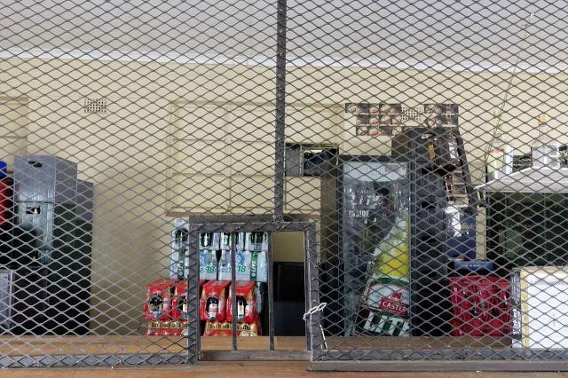 [Ventersburg] Alkohol, prodavači a peníze jsou v hospodě chráněni mřížemi