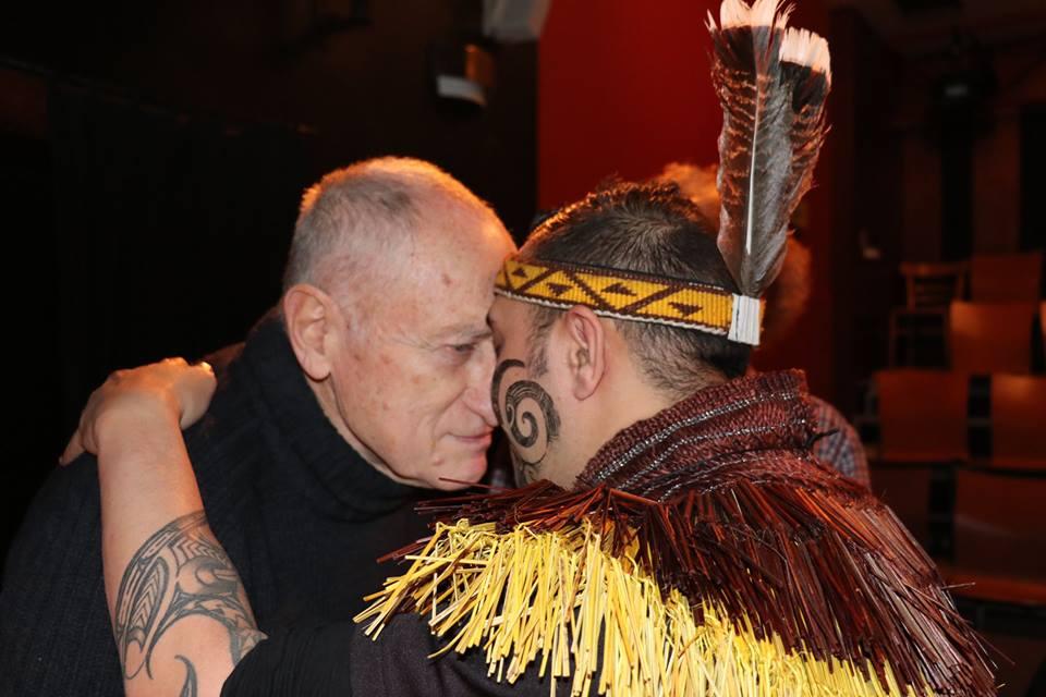 tradičního pozdravu Maorů s Frankem