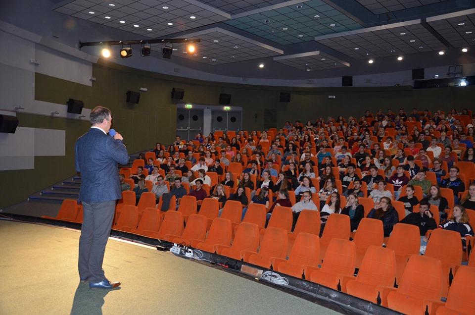 studenti během workshopu Zvol si info v kině Hvězda