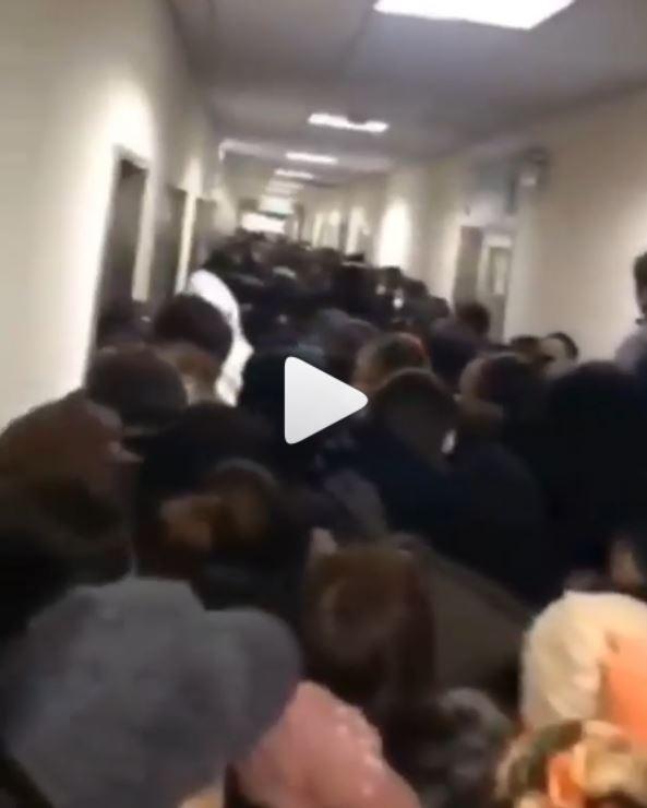 přeplněné nemocnice